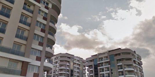 ازمیر منطقه aliağa . آپارتمان سه خواب  با تمام امکانات داخل مجتمع مسکونی با استخر